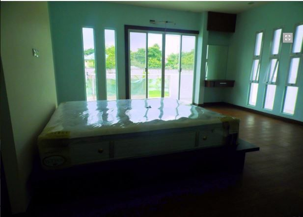 Modern House with swimming pool for rent in Hensonville - 80K - 4