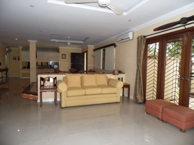 Spacious Bungalow House with swimming pool for rent - P75K - 2