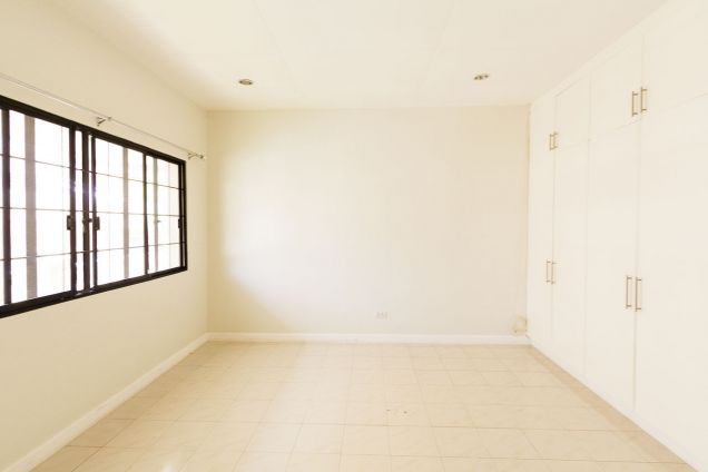 Spacious 4 Bedroom House with Swimming Pool for Rent in North Town Homes - 9