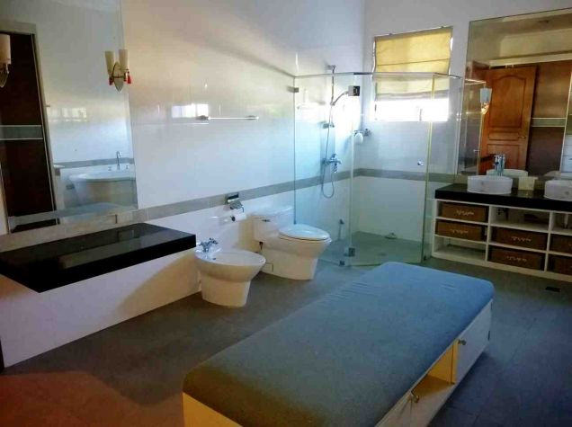 5 Bedroom House for Rent with Swimming Pool in Maria Luisa Estate Park - 9
