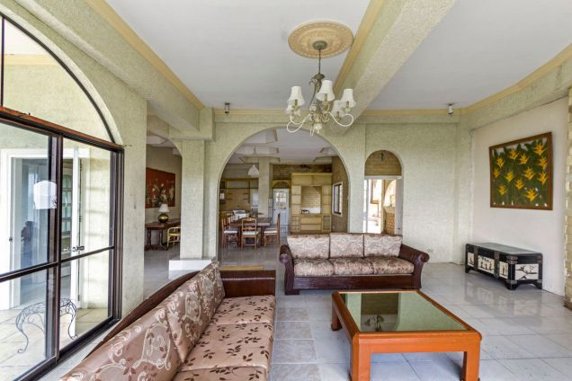 Spacious 5 Bedroom House with Swimming Pool for Rent in Maria Luisa Park - 2