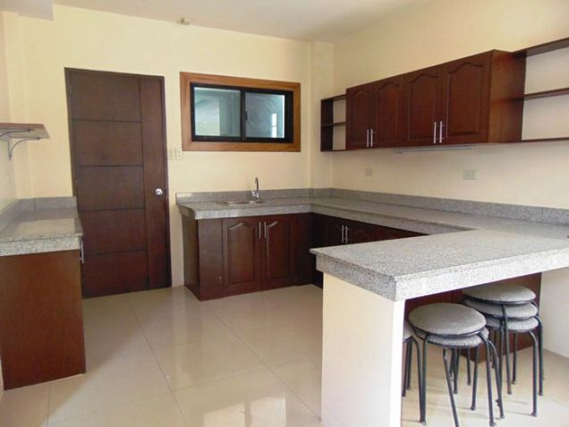 5 Bedroom Semi Furnished House for Rent in Guadalupe, Cebu City - 9