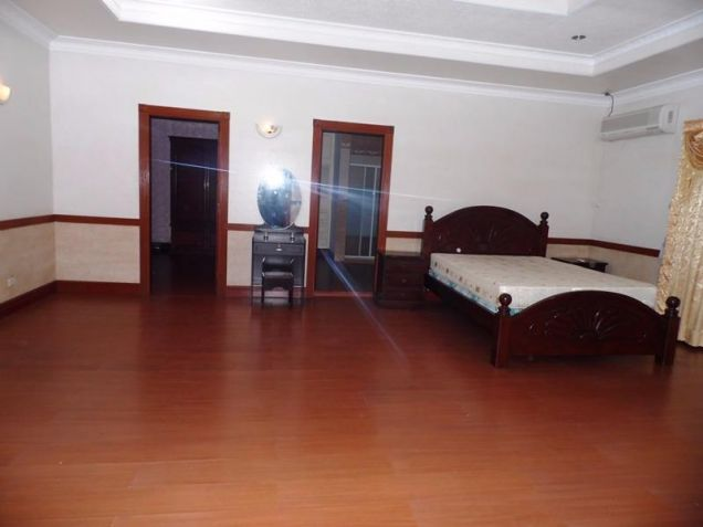 Two Storey House for rent with 6 bedrooms in pool in Hensonville - 4