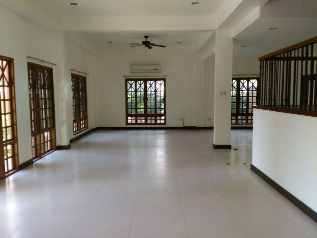 Dasmarinas village house for rent with pool and aircons - 0