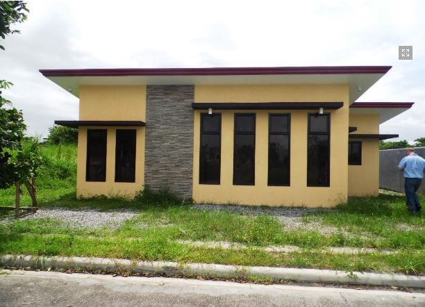 This Bungalow House with Spacious Living room at P 25,000 - 7
