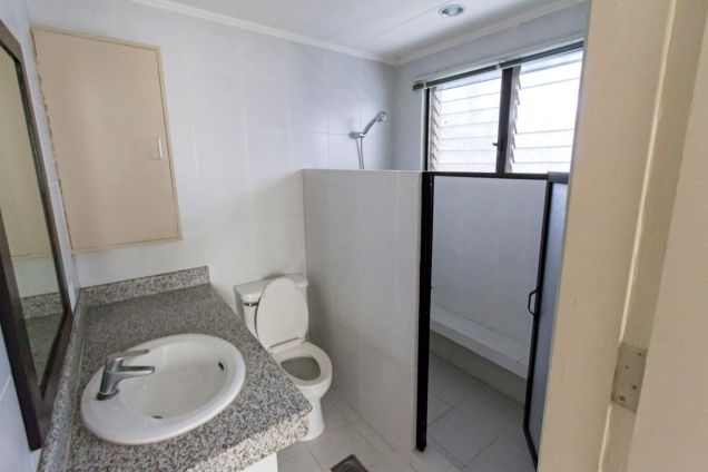 Renovated 4 Bedroom House for Rent in Maria Luisa Park - 2