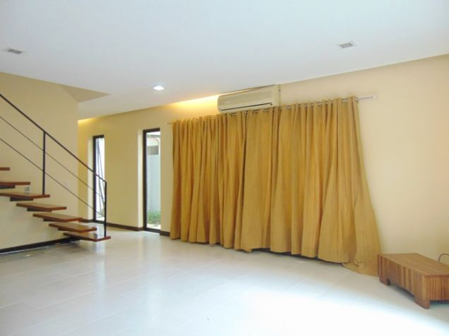 3 Bedrooms House for Rent in Banilad, Cebu City Semi-Furnished - 1