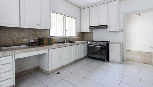 Spacious 4 Bedroom House for Rent in Urdaneta Village Makati(All Direct Listings) - 9