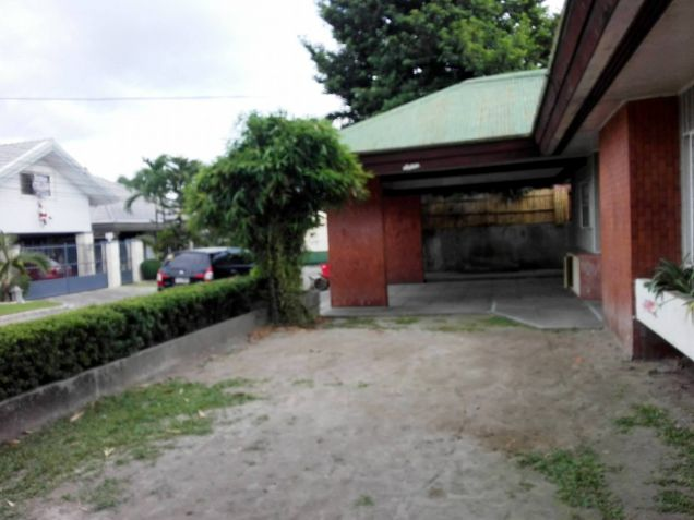 4BR Bungalow house and lot for rent in Friendship - 35K - 4