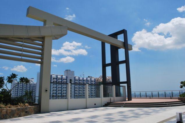 DMCI FLair Towers near MEGAMALL, SHangrila , Boni MRT edsa - 7