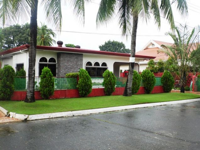 Fully Furnished Bungalow House FOR RENT near SM Clark - @40K - 6