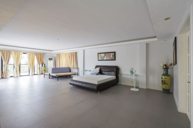 Spacious 7 Bedroom House with Swimming Pool for Rent in Maria Luisa Park - 2