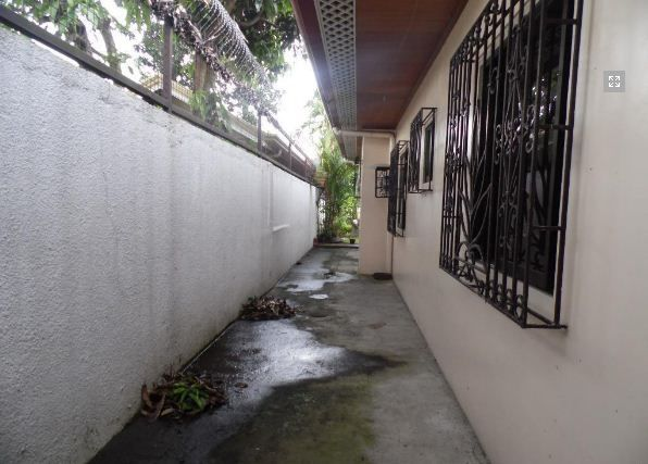 4 Bedroom Bungalow House FOR RENT - 35K - 1