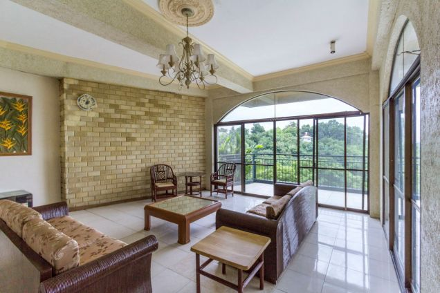 Spacious 5 Bedroom House with Swimming Pool for Rent in Maria Luisa Park - 0