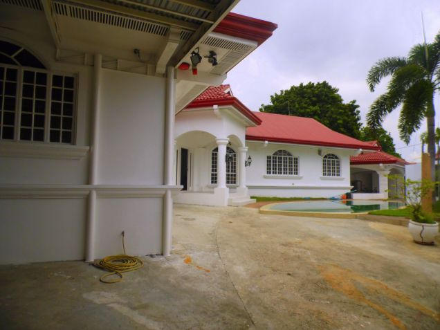 House and Lot for rent with 5BR and Swimming pool - 90K - 1