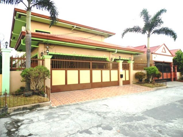 6 Bedroom House with Swimming pool for rent in Friendship - 75K - 0