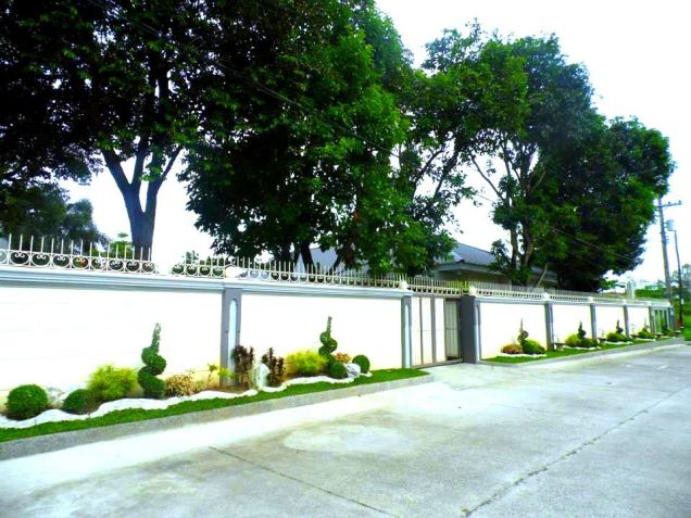 For Rent Bungalow House With Big Yard In Angeles City - 0