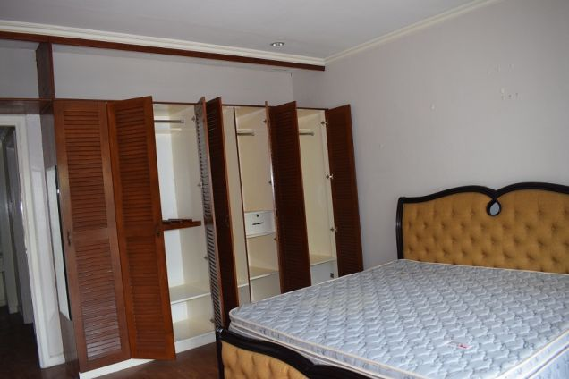 5 bedrooms Furnished  Townhouse  with Fiber optic ready @Php50k - 2