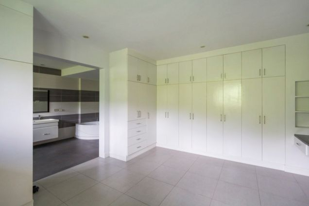 Spacious 7 Bedroom House with Swimming Pool for Rent in Maria Luisa Park - 1