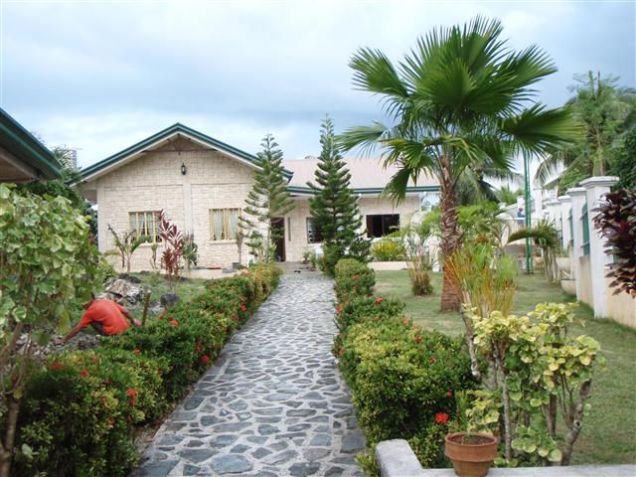 For Rent Three Bedrooms House w/ Pool & Big Garden in Dalaguete Cebu - 0