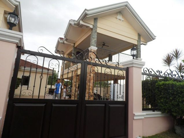 House and lot w/ 7 Bedroom & Pool for rent for P180K - 4