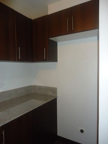 Condo/Apartment in Manhattan Parkway, Quezon City - For Sale (Ref - 23719) - 3