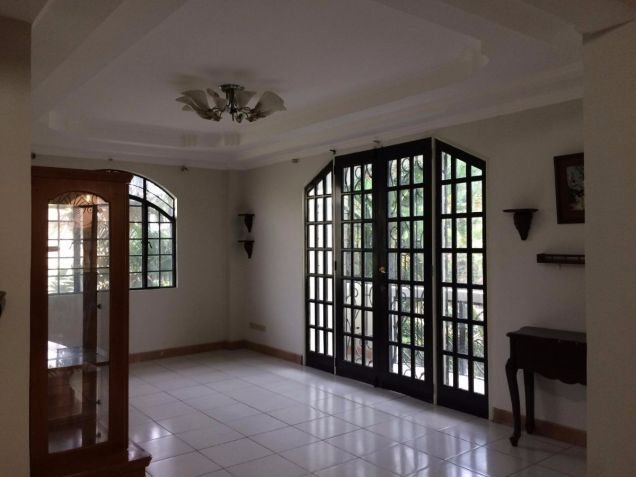 Two Storey House for rent with 5 bedrooms in Balibago - 4
