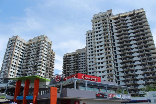 Cypress Towers in Acacia Estates near C5 going to Naia, BGC, Makati CBD - 1