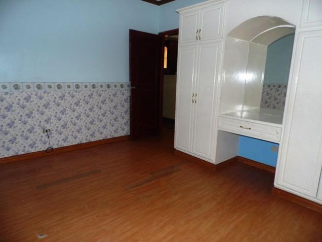 Bungalow House with 4 Bedrooms For Rent - 35K - 4