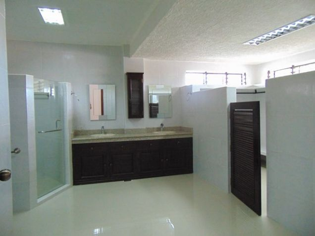 House for Rent 5 Bedrooms in Mabolo, Cebu City - 7