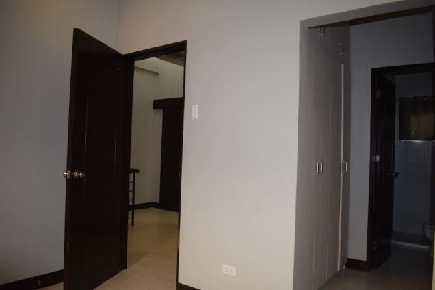 3 BEDROOMS FURNISHED TOWNHOUSE 15 MIN WALKED TO AYALA CENTER - 6