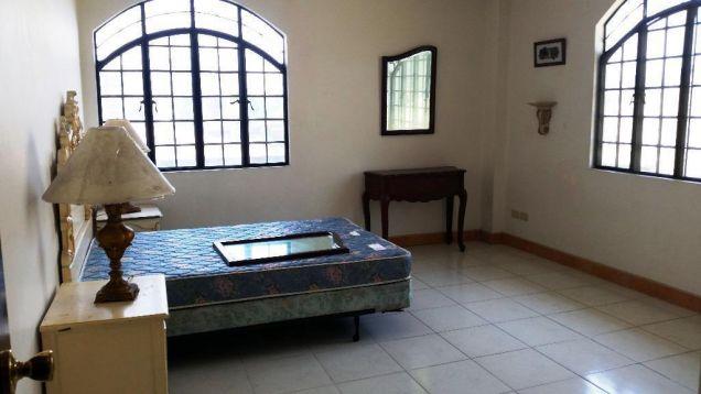 5 Bedroom house near Robinson Balibago - 70K - 7