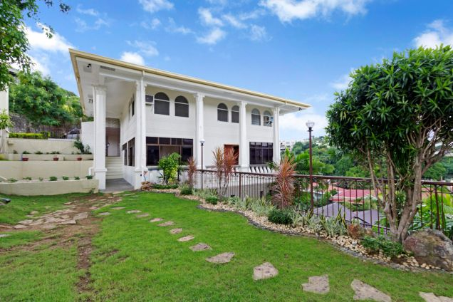 5 Bedroom Spacious House for Rent in Maria Luisa Park - 0