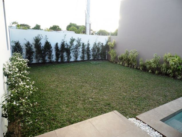 Spacious Bungalow House with Swimming Pool For rent -90K - 3