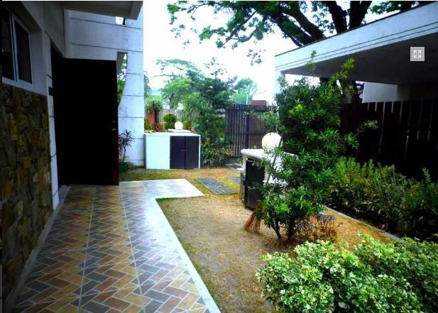 House In Clark Pampanga For Rent With 3 Bedrooms - 1