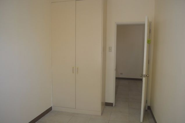 Corner townhouse unfurnished with 3 bdrms near UP and Jy square P28K - 5