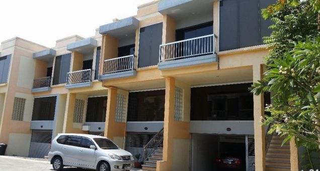2 Bedroom Town House for rent - Walking Distance to Fields Avenue - 35k - 0