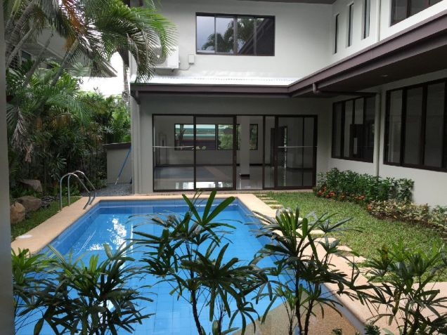 Renovated Makati House for Rent 270K - 2