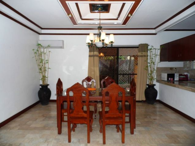 Corner Lot w/ Huge Yard House & Lot For RENT In Friendship Angeles City - 6