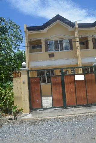 Corner townhouse unfurnished with 3 bdrms near UP and Jy square P28K - 0