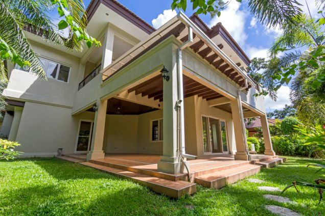 Spacious 3 Bedroom House with Swimming Pool for Rent in Maria Luisa Park - 0