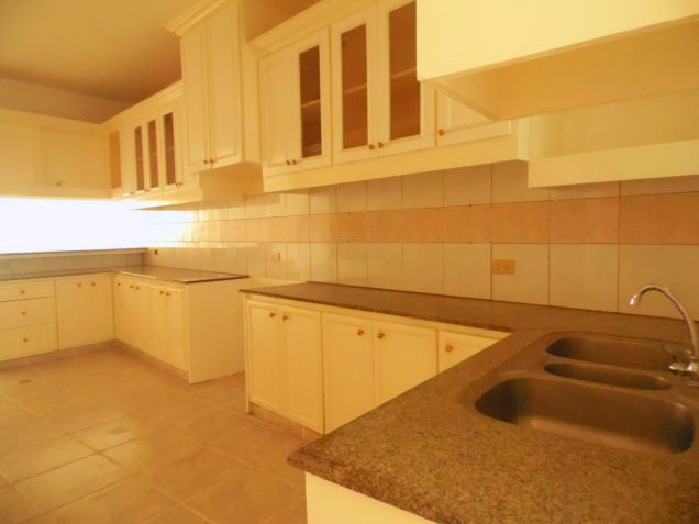 House and Lot for rent with 5BR and Swimming pool - 90K - 6