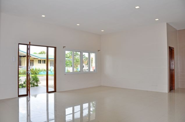 Banilad 4 Bedrooms Bungalow House in Exclusive Subdivision, P100K - 2