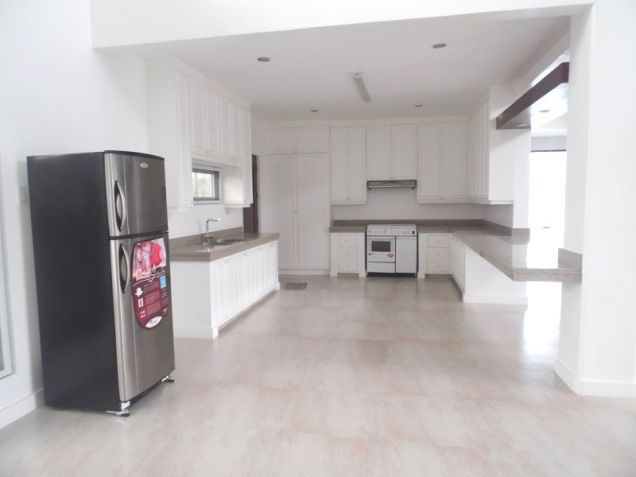 4 Bedroom House with Swimming pool for rent - 100K - 3