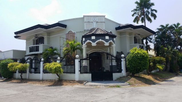 5 Bedrooms House and Lot for Rent and Sale in Balibago Angeles City - 0