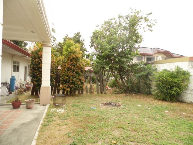 4 Bedroom Spacious Bungalow House with Big yard for Rent in Angeles City - 1