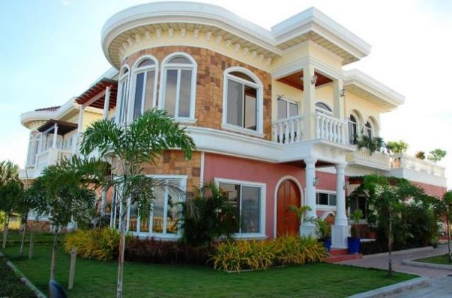 For Rent Gorgeous 4 Bedrooms Beach House in Minglanilla Cebu - 0