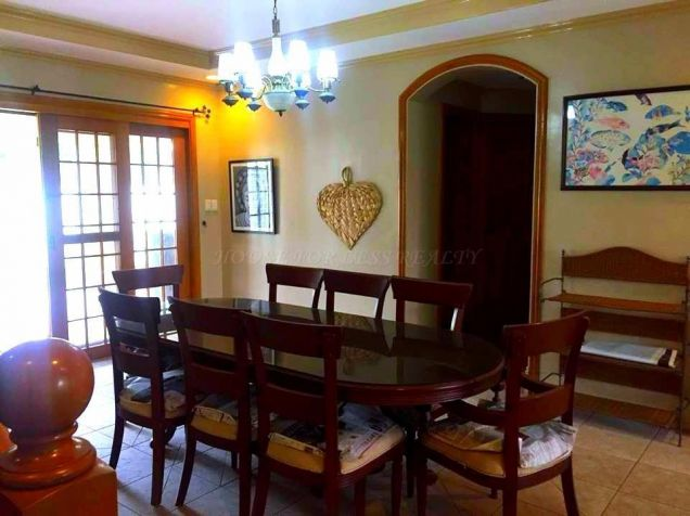 4 Bedroom Furnished Bungalow House and Lot for Rent Near Holy Angel University - 1