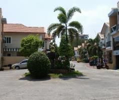 2 Bedroom Town House for rent - Walking Distance to Fields Avenue - 4