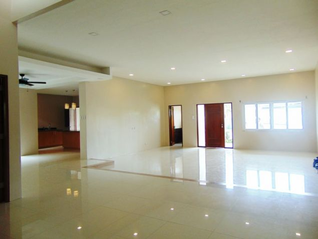 House for Rent in Banilad, Cebu City 4-Bedrooms unfurnished with air-condition units - 0